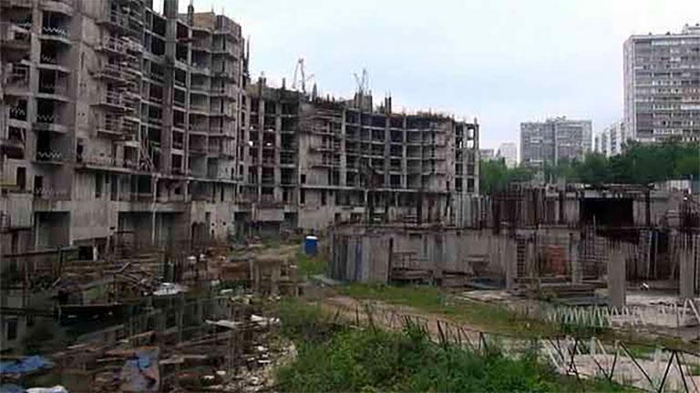 Hедостроенная многоэтажка «Кутузовская миля»
