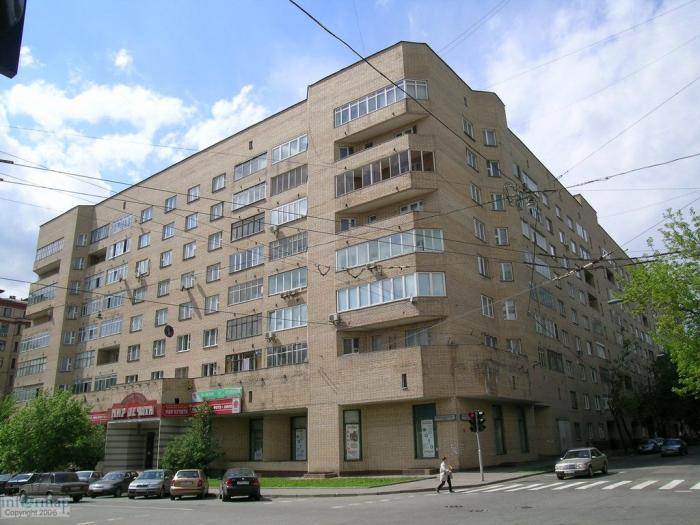 В 1998 году квартиру в ельцинском доме купил Роман Громоздов, которому тогда было 22 года