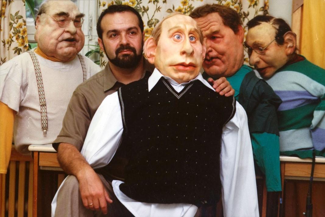 Виктор Шендерович с куклой Владимира Путина