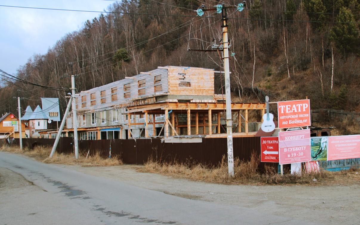 Строящаяся гостиница на улице Островского, Листвянка